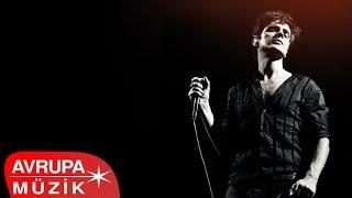 TEOMAN - PARAMPARÇA SENFONİ (AVRUPA MÜZİK YAPIM - 2012)  Şarkı Listesi: 1- Paramparça 00:00 2- 17 04:19 3- Güzel Bir Gün 08:14 4- İstasyon İnsanları 13:43 5- İstanbul