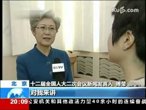 视频:傅莹发布会坚持不喝水 结束后急忙寻水喝