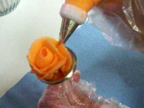 cake decorating: making roses with icing