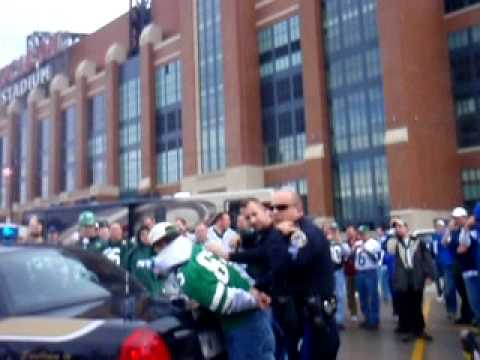 Jets fan warm welcome by Indy Police- Part 2