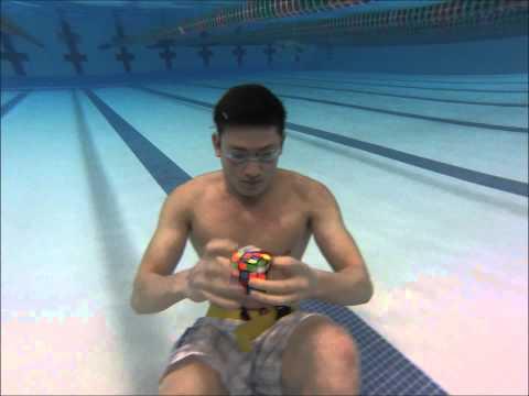 3 Rubik's cubes solved Underwater in 1 minute!