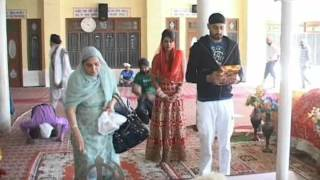 harbhajan singh bhajji and geeta basra after marriage--- hoshiarpur gurudwara me matha tekte