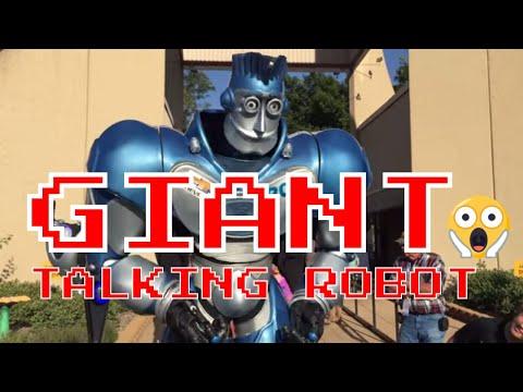 Giant Talking Robot
