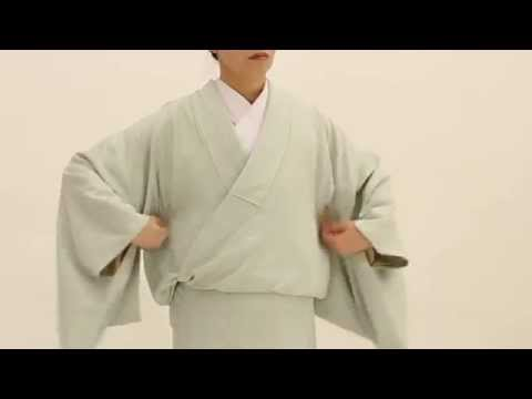 How to Wear a Kimono -Part 3- How to put on the kimono