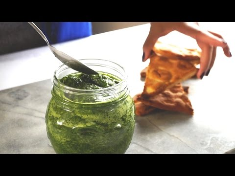Cilantro & Mint Chutney with Oil Free Naan Chips