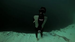 663 Ft Underwater base jump into Dean's Blue Hole no oxygen