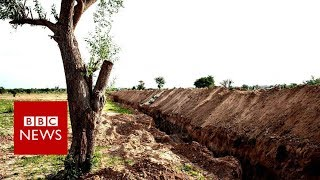 University digs trench to stop Boko Haram - BBC News