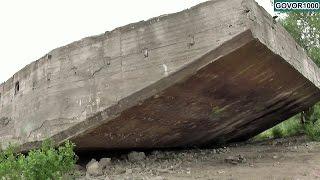 Бетонная баржа на берегу Волги