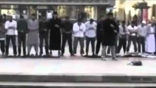 Muslims praying Salah in street, amazing video!!