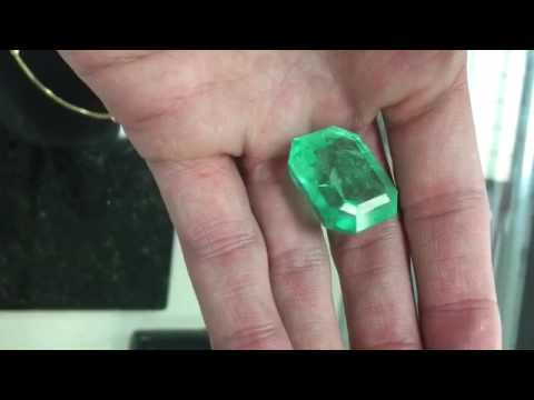 Very large Natural Colombian emerald on hand 65.64 carats