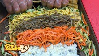 Download Super Size Wasabi Tuna Kimbap / Korean Street Food / Sokcho Central Market, Sokcho Korea Video