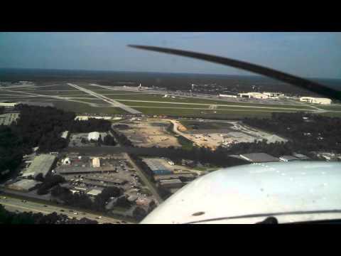 Landing Cessna 172 at CHS