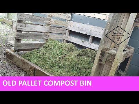 Pallet wood compost bin