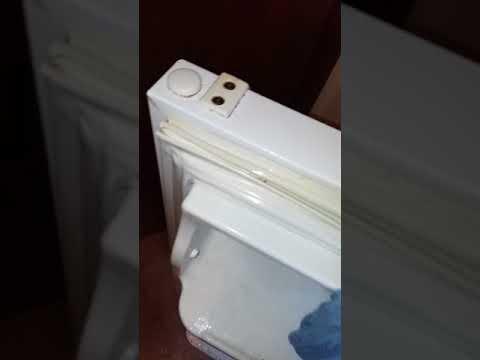 How to clean the seal on the fridge/freezer door