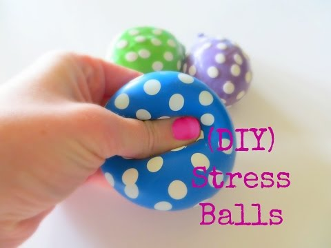 How to make three different types of stress balls using flour, diaper and cornstarch with a balloon