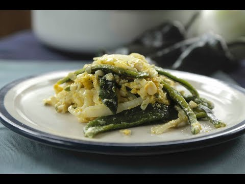 Scrambled eggs with poblano strips and corn