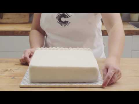 How to decorate borders with royal icing
