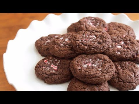4 ingredient Chocolate Candy Cane Cookies | SweetTreats