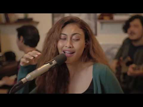 Download Novia Bachmid - This Mountain (Faouzia Cover) Live Session MP3 Gratis