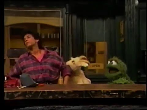 Sesame Street - Oscar Bothers Maria/Slimey Flies an Airplane