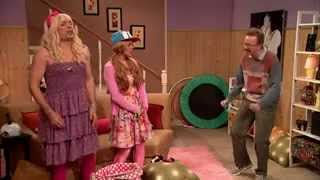 Sara tells off Gary on EW!