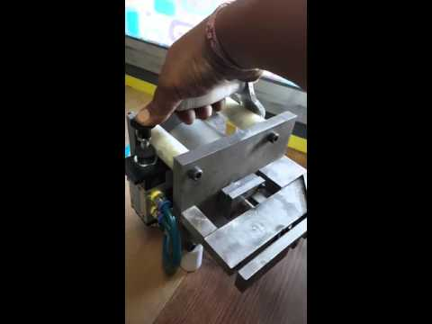 Handy punching machine for aluminium profile
