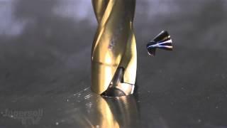 Замедленная съемка сверления стального листа