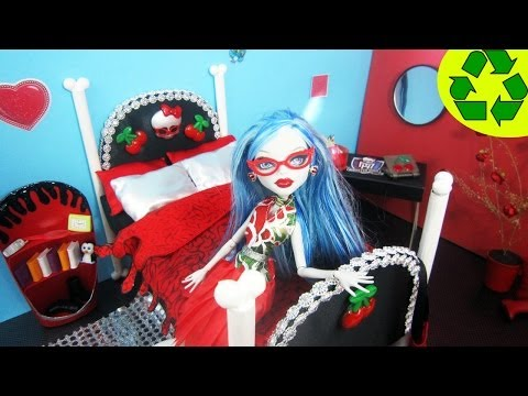 How to make a doll bed for Ghoulia Yelps - Recycling - Doll Crafts - simplekidscrafts