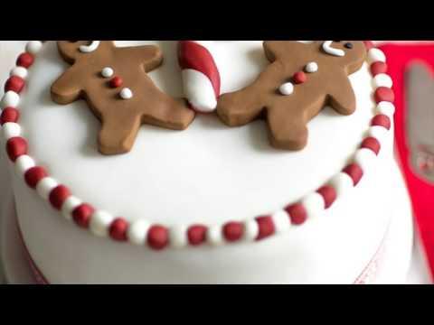 Icing Christmas Cake