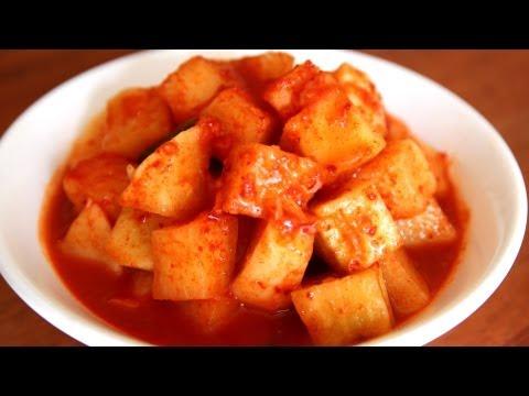 Cubed radish kimchi (kkakdugi: 깍두기)