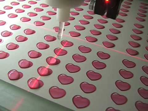 Doming application small decorative labels