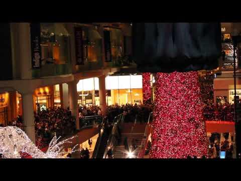 Eaton Centre 100ft Christmas Tree Reveal: 2017
