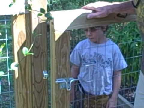 How to construct a garden gate.AVI