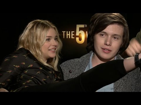 The Fifth Wave Cast Plays