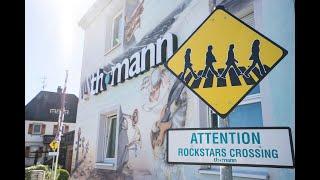 Humor in der Markenbeziehung: wir sprechen mit der Praxis Dr. Schlotmann