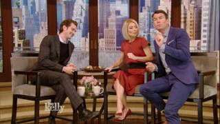 Andrew Garfield on Kissing Ryan Reynolds at the Golden Globes