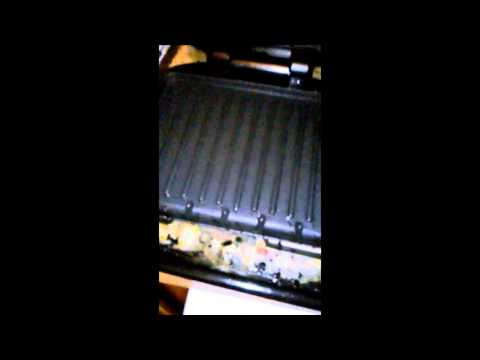 Cleaning the george foreman grill with a paper towel