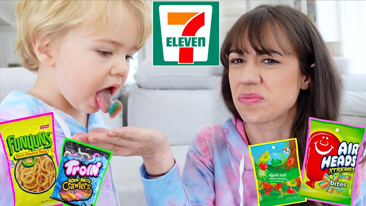 TRYING WEIRD 7/11 SNACKS AND CANDY!