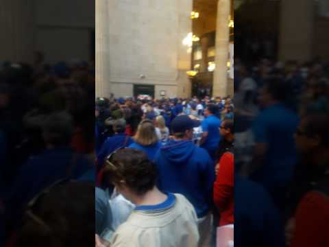Chicago union station after cubs  parade