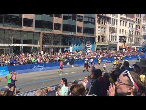 Watch a Boston cop help a runner get to the 2017 Marathon finish