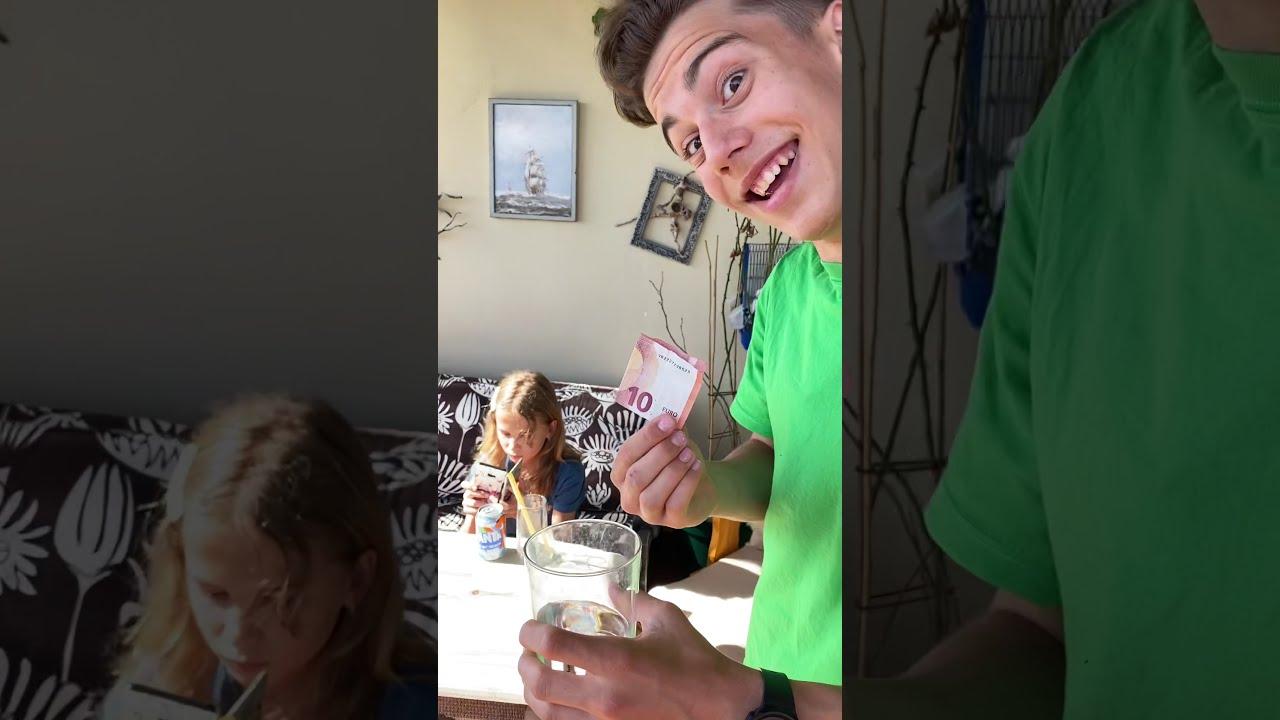 ¡¿Esto es Magia o un Truco con vaso de agua?! Mika Sofi retos virales 2021#shorts