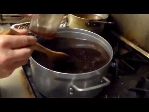 Sushi making (How to make eel sauce 5 : stir with a wooden spatula.)