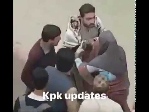 Xxx Mp4 Boy Caught While Girl 39 S Harassment In Peshawar On Road And Bitten By People 3gp Sex