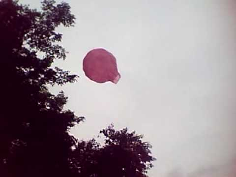 mini hot air balloon flies 100 feet without flame