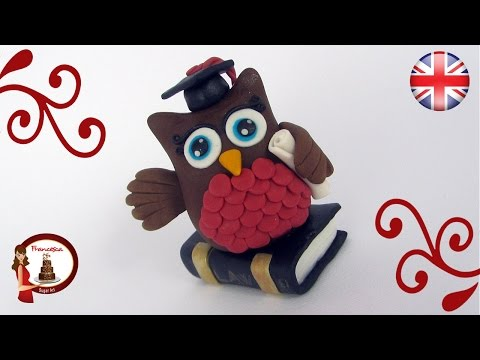Fondant Owl Cake Topper for a Graduation Cake