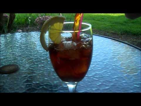 Aunt Duddie Makes Sun Tea and 'splains Moon Tea