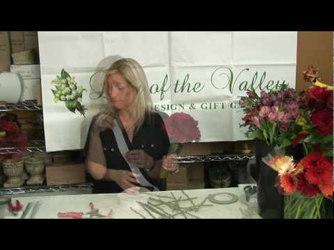 Wedding Flowers  : How to Make a Rose Wedding Bouquet