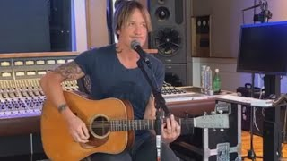 Keith Urban Performs Emotional Tribute To Kenny Rogers