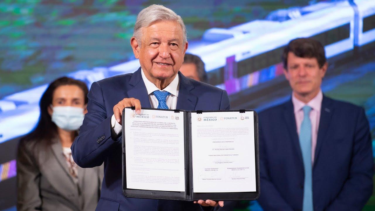 Firma de contrato para adquirir y construir carros del Tren Maya. Conferencia presidente AMLO