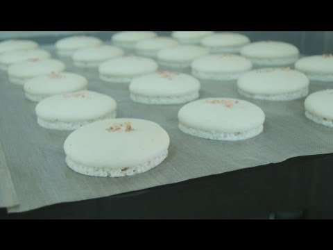 French Macaron: how to make macaron shell (green tea and salted caramel)
